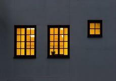 Twee en een half vensters stock foto's