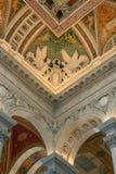 Twee engelen en ander rijk kunstwerk die het plafond verfraaien Royalty-vrije Stock Fotografie