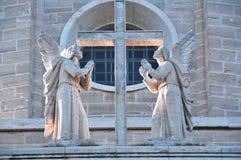 Twee engelen met kruis Royalty-vrije Stock Afbeelding