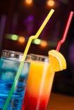 Twee exotische cocktails Stock Afbeeldingen