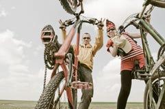 Twee fietsers Royalty-vrije Stock Afbeelding