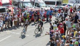 Twee Fietsers op Col. du Glandon - Ronde van Frankrijk 2015 royalty-vrije stock afbeeldingen