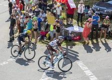 Twee Fietsers op Col. du Glandon - Ronde van Frankrijk 2015 stock foto