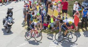 Twee Fietsers op Col. du Glandon - Ronde van Frankrijk 2015 royalty-vrije stock afbeelding