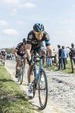 Twee Fietsers - Parijs Roubaix 2015 Royalty-vrije Stock Fotografie