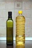 Twee flessen olie Stock Afbeeldingen