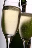 Twee Fluiten en Fles van Champagne Royalty-vrije Stock Foto