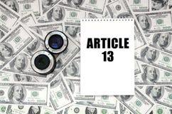 Twee fotografisch lenzen en notitieboekje met artikel 13 inschrijving stock foto's