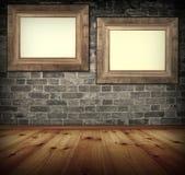 Twee frames op de muur. stock fotografie