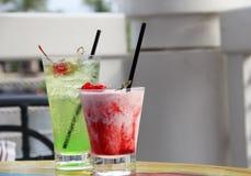 Twee fruitige dranken met kersen op bovenkant Stock Foto's