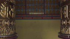 Twee gebedwielen, met mantras stock video