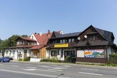 Twee gebouwen met hellende daken Royalty-vrije Stock Foto's
