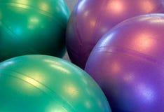 Twee gekleurde oefeningsballen Royalty-vrije Stock Afbeelding