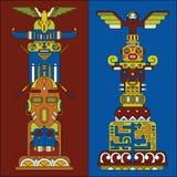 Twee gekleurde totempalen Royalty-vrije Stock Fotografie