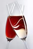 Twee gekruiste wijnglazen Royalty-vrije Stock Foto
