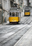 Twee gele trams Royalty-vrije Stock Afbeelding