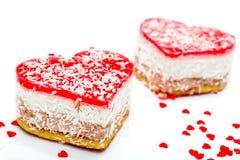 Twee gelei hart-vormige cakes stock afbeeldingen
