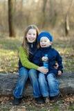 Twee Gelukkige Jonge geitjes Royalty-vrije Stock Fotografie