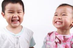 Twee gelukkige kinderen Stock Foto's