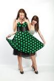 Twee gelukkige studentenmeisjes Stock Fotografie