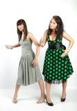 Twee gelukkige studentenmeisjes Stock Foto's