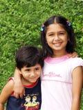 Twee gelukkige zusters Stock Afbeelding