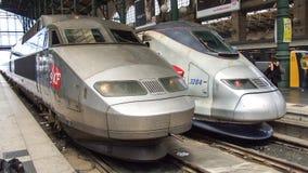 Twee genrations van TGV de treinen van TGV: Reseau en TMST in Gare du Nord in Parijs in Frankrijk Stock Afbeeldingen