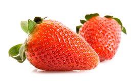 Twee geïsoleerdeo aardbeien Stock Foto's