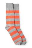 Twee gestreepte oranje en grijze geïsoleerdec sokken Royalty-vrije Stock Afbeelding