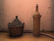 Twee geval-flessen wijn Royalty-vrije Stock Afbeeldingen