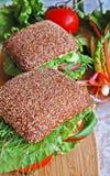 Twee gezonde sandwiches van het roggebrood op een houten raad Royalty-vrije Stock Foto's