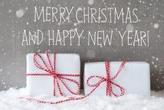 Twee Giften met Sneeuwvlokken, Vrolijke Kerstmis en Gelukkig Nieuwjaar Royalty-vrije Stock Afbeeldingen