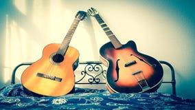 Twee gitaren Stock Foto's