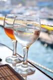 Twee glazen Stock Foto's
