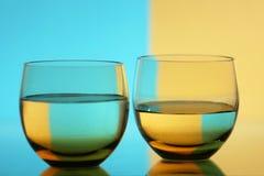 Twee glazen Stock Afbeeldingen