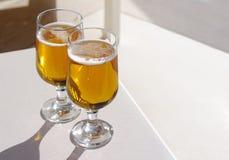 Twee glazen bier Royalty-vrije Stock Foto's