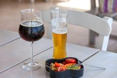 Twee glazen bier Royalty-vrije Stock Fotografie