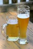 Twee glazen bier Stock Foto