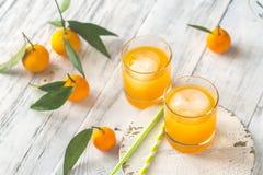 Twee glazen jus d'orange Stock Afbeeldingen