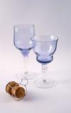 Twee glazen met champagnecork stock foto