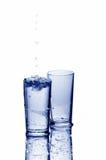 Twee glazen met dalingen van water Stock Foto