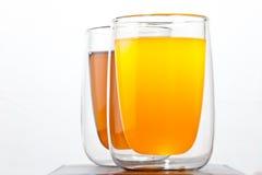 Twee glazen met dranken stock foto's