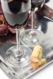 Twee glazen rode wijn met cork Stock Afbeelding