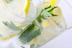 Twee glazen van mojitococktail Stock Fotografie