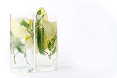 Twee glazen van mojitococktail Royalty-vrije Stock Afbeeldingen