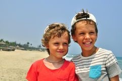 Twee glimlachende jongens Stock Afbeeldingen