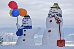 Twee glimlachende sneeuwmensen Royalty-vrije Stock Afbeelding