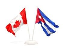 Twee golvende vlaggen van Canada en Cuba dat op wit wordt geïsoleerd stock illustratie
