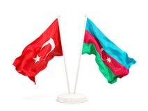 Twee golvende vlaggen van Turkije en azerbaijan die op wit wordt ge?soleerd stock illustratie