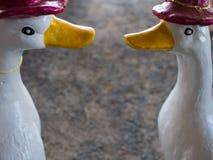 Twee Gooses Doll met een Hoed stock foto